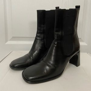 Gucci black leather boots size 7B